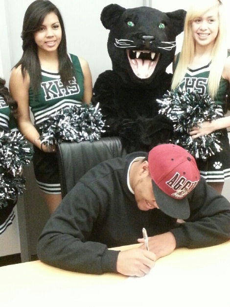 Marquette Washington signs letter of intent on Feb. 6, 2013 at Kaiser High.