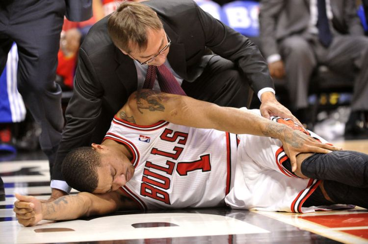 Bulls' Rose Hurt during Playoff Game against 76ers in Chicago