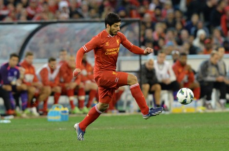 Liverpool's Luis Suarez controls the bal