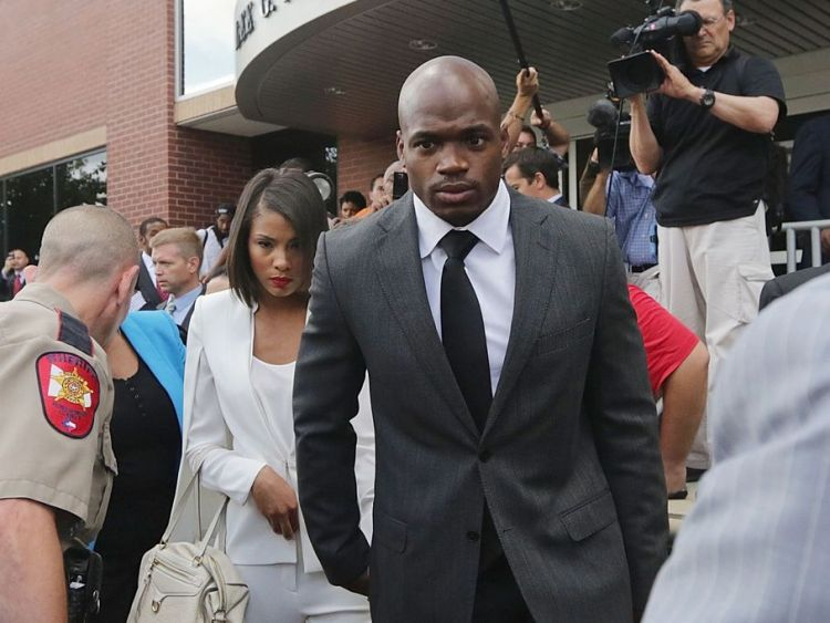 10_8_14_Adrian_Peterson_Arriving_to_Court